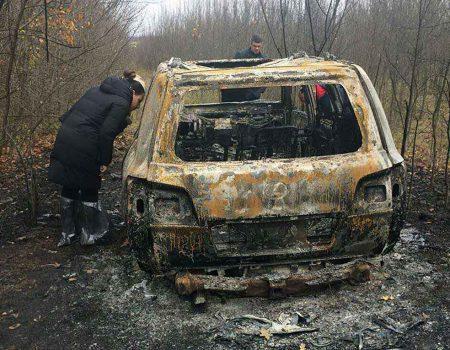 Спалений Lexus під Кропивницьким знайшли місцеві жителі. ФОТО