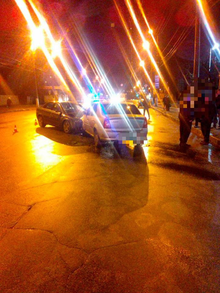 Без Купюр У Кропивницькому водій Audi виїхав на зустрічну й врізався в Renault Logan. ФОТО За кермом  поліція Кропивницький ДТП Renault