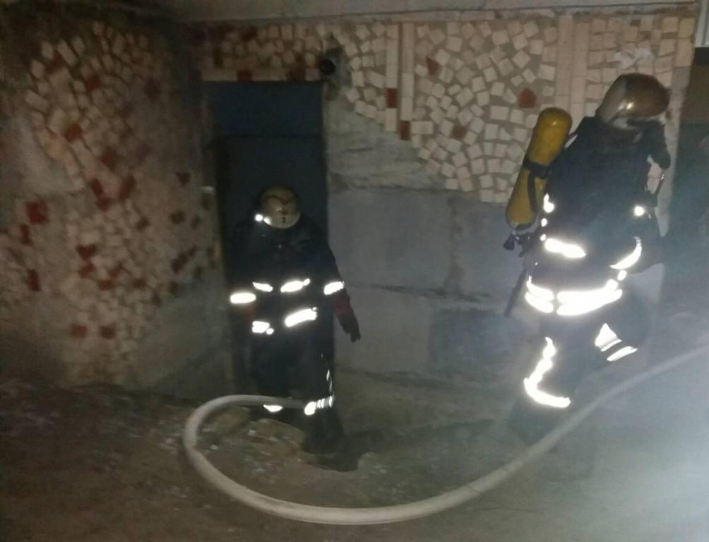 Без Купюр | Події | У Кропивницькому горів підвал 9-поверхівки. ФОТО 2