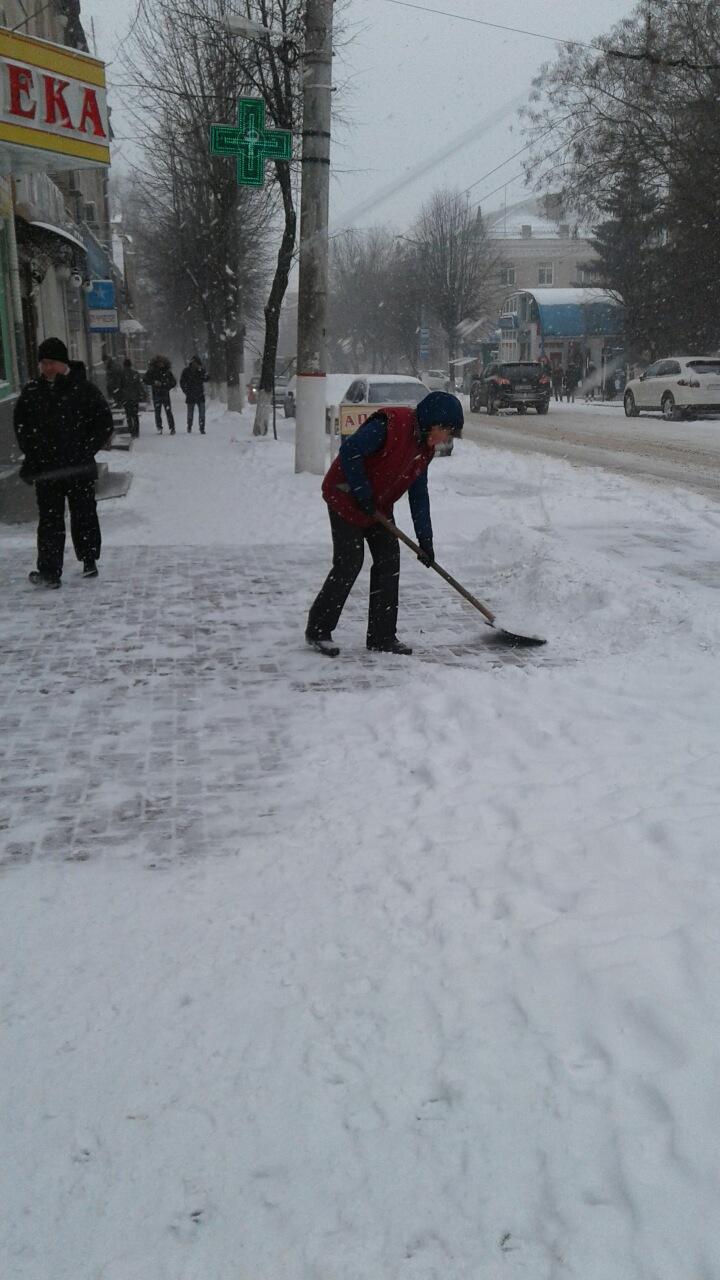 Де та як розчищають дороги в Кропивницькому. ФОТО 2