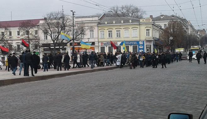 Без Купюр У Кропивницькому марширували за майбутнє, слухали передвиборчі обіцянки Гаранта та збирали підписи за його відставку Політика  марш за майбутнє Кропивницький