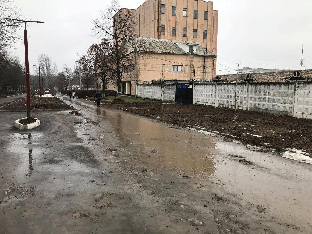 У Кропивницькому понівечили тротуар між вулицями Волкова і Пацаєва, що відремонтували за півтора мільйона. ФОТО - 10 - Фото - Без Купюр