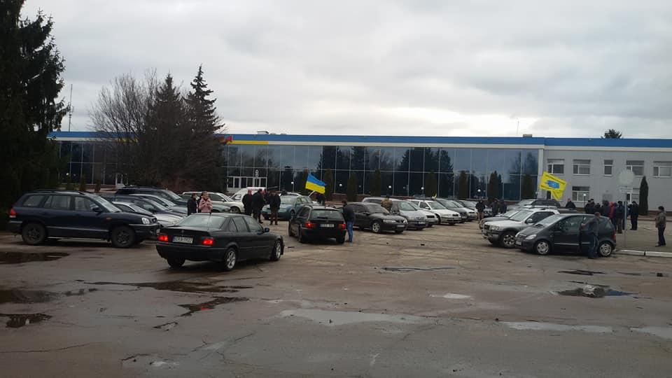 У Кропивницькому влаштували автопробіг за доступні «євробляхи». ФОТО, ВІДЕО - 1 - За кермом - Без Купюр