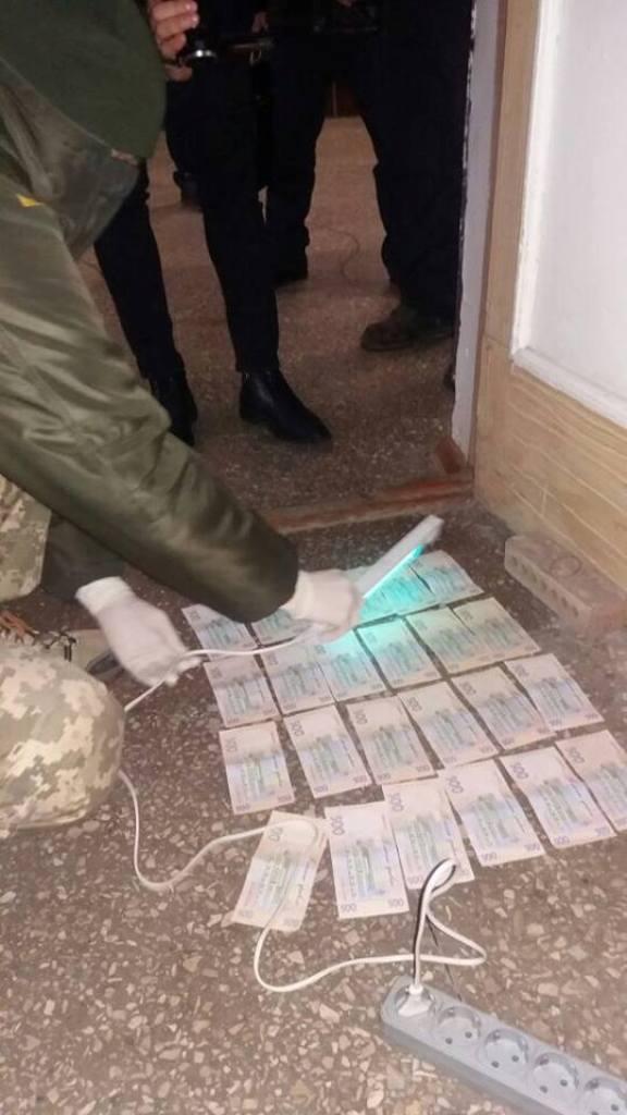 У Кропивницькому за підозрою у вимаганні хабара затримали начальника філії «СЕТАМ». ФОТО 2 - Корупція - Без Купюр