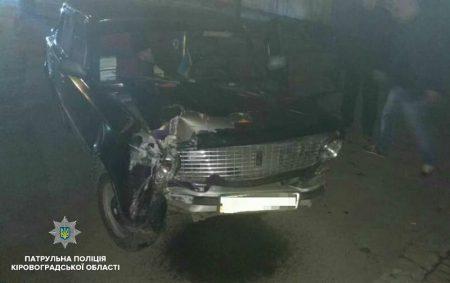 У Кропивницькому водій легкового автомобіля у стані сп'яніння збив електроопору. ФОТО