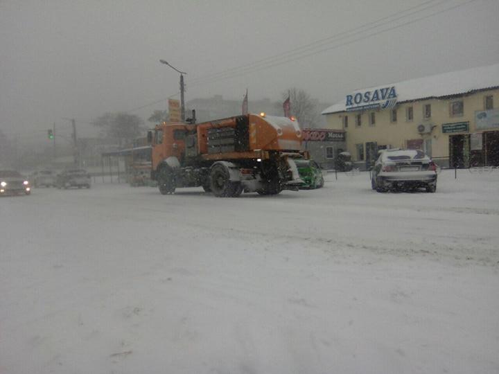 Де та як розчищають дороги в Кропивницькому. ФОТО 10