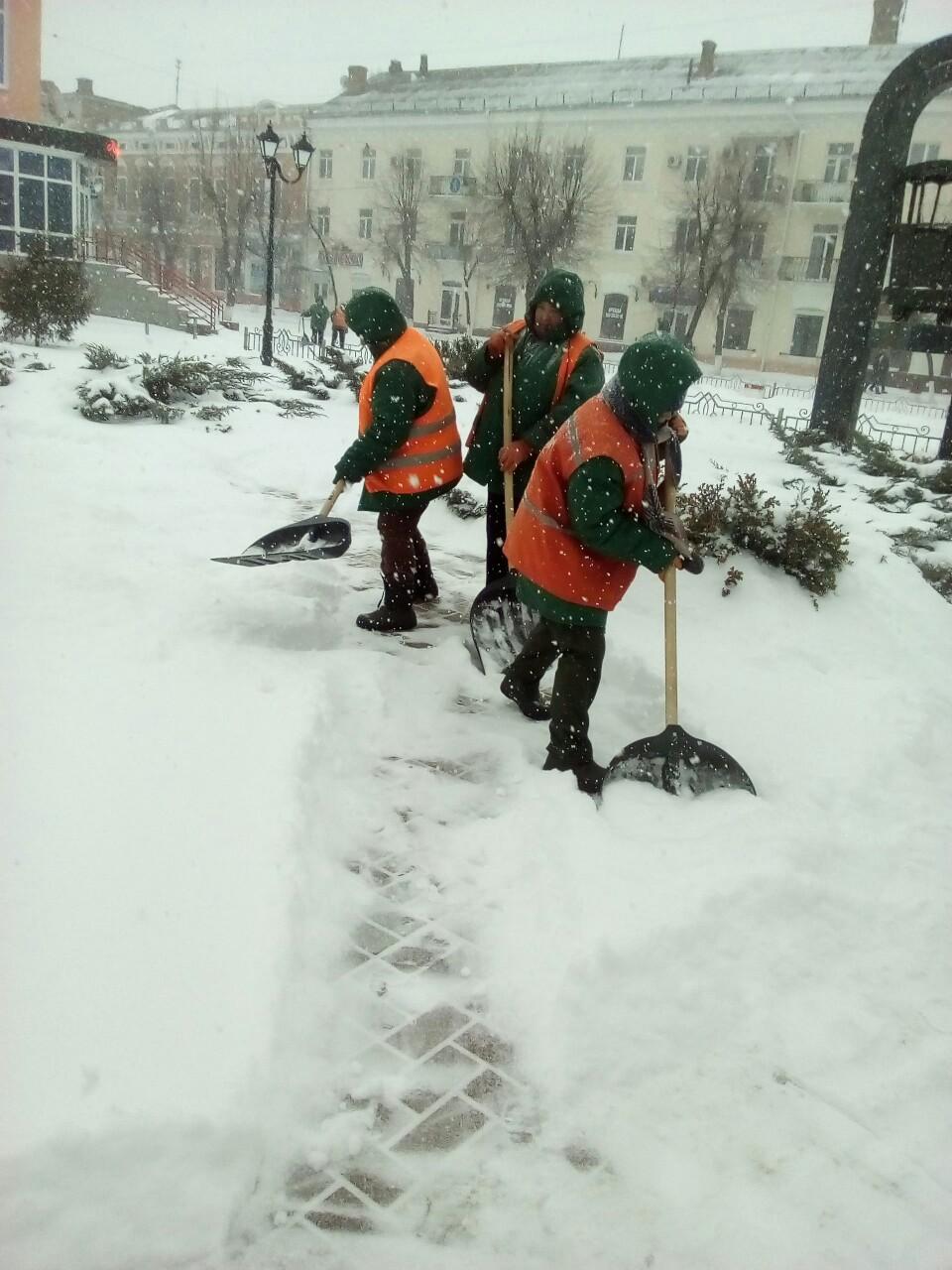 Де та як розчищають дороги в Кропивницькому. ФОТО 4