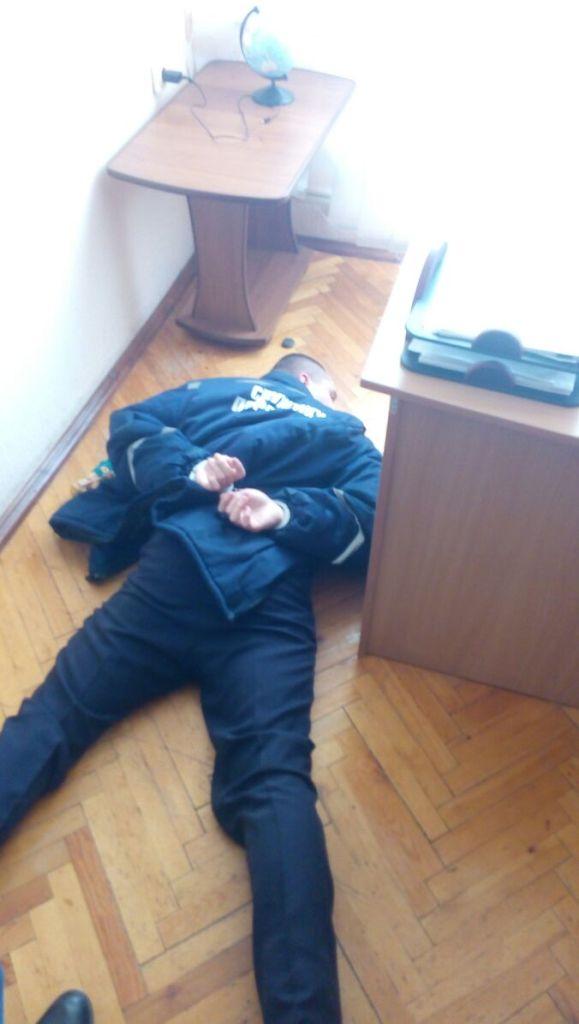 Без Купюр У Кропивницькому за підозрою в хабарництві затримали майора ДСНС. ФОТО Корупція  хабар СБУ Кропивницький ДСНС