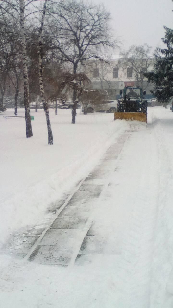 Де та як розчищають дороги в Кропивницькому. ФОТО 6