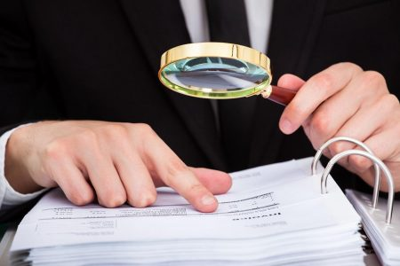 На Кіровоградщині прокуратура через суд скасувала 10 договорів відділу освіти на закупівлю вікон