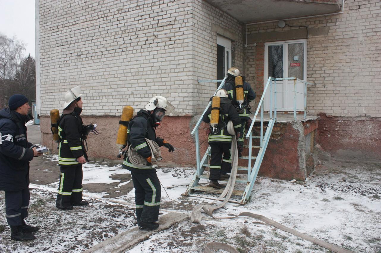 У обласній лікарні провели масштабні тренування з ліквідації наслідків пожежі. ФОТО 3