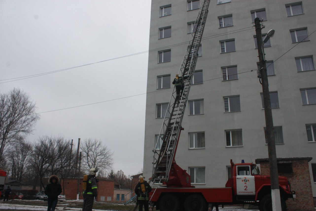 У обласній лікарні провели масштабні тренування з ліквідації наслідків пожежі. ФОТО 4