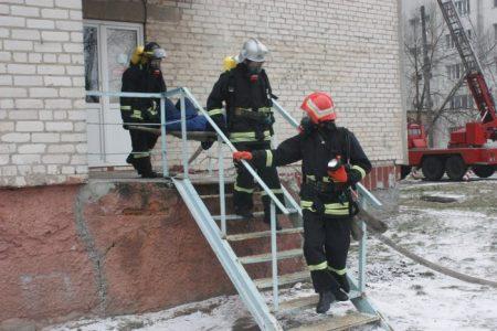 У обласній лікарні провели масштабні тренування з ліквідації наслідків пожежі. ФОТО