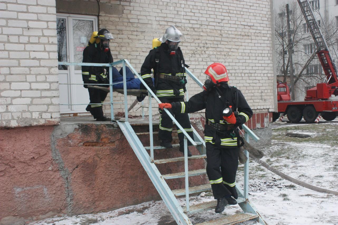 У обласній лікарні провели масштабні тренування з ліквідації наслідків пожежі. ФОТО 7