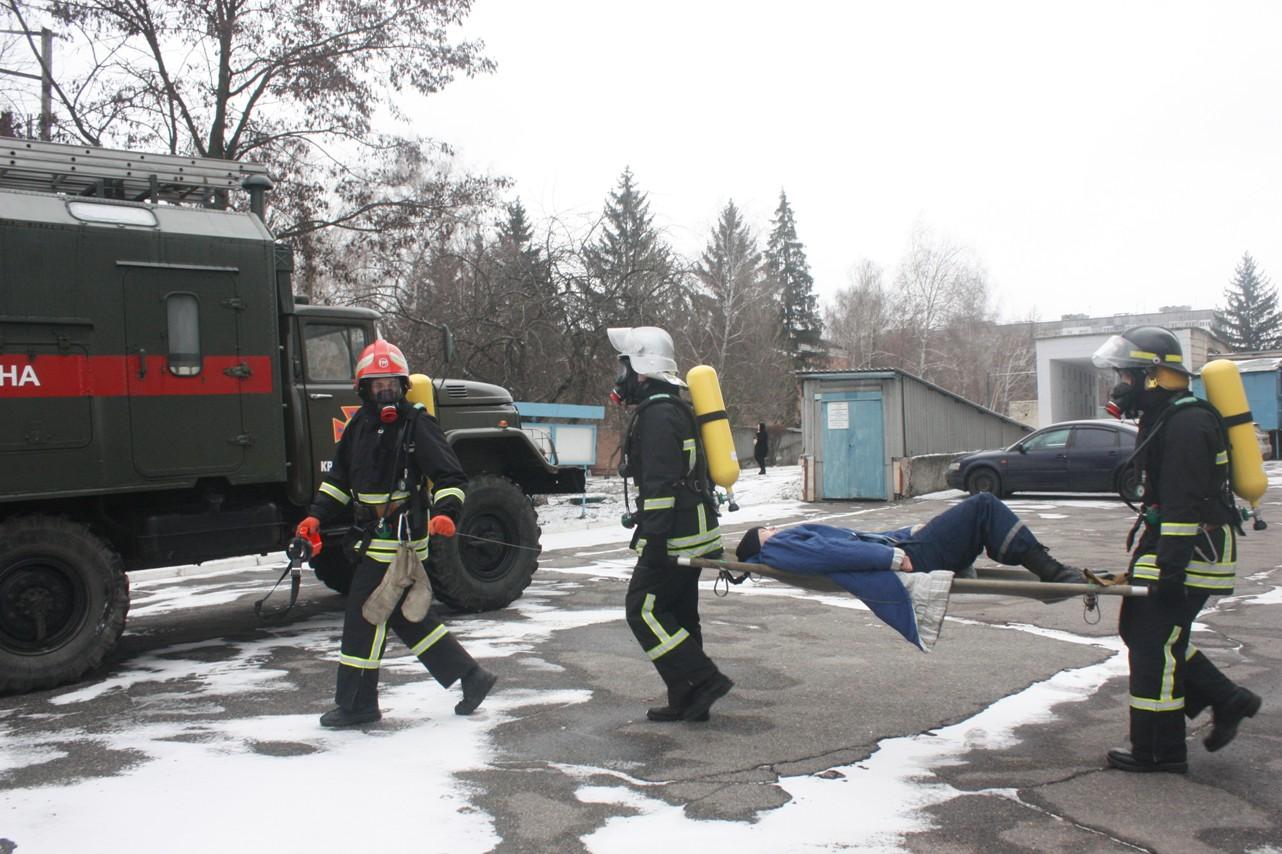 У обласній лікарні провели масштабні тренування з ліквідації наслідків пожежі. ФОТО 8