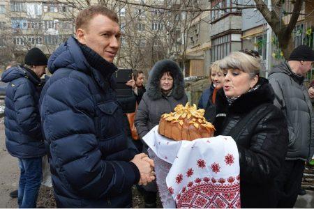 Майже народні гуляння: у Кропивницькому з короваєм та млинцями відкривали 2 ліфти. ФОТО