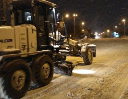 Де у Кропивницькому всю ніч і ранок розчищали дороги. ФОТО