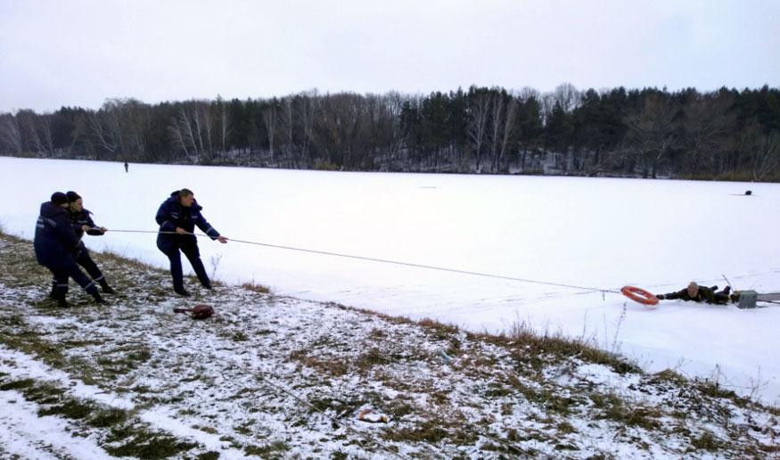 На Кіровоградщині врятували рибалку, який провалився під кригу. ФОТО - 2 - Життя - Без Купюр