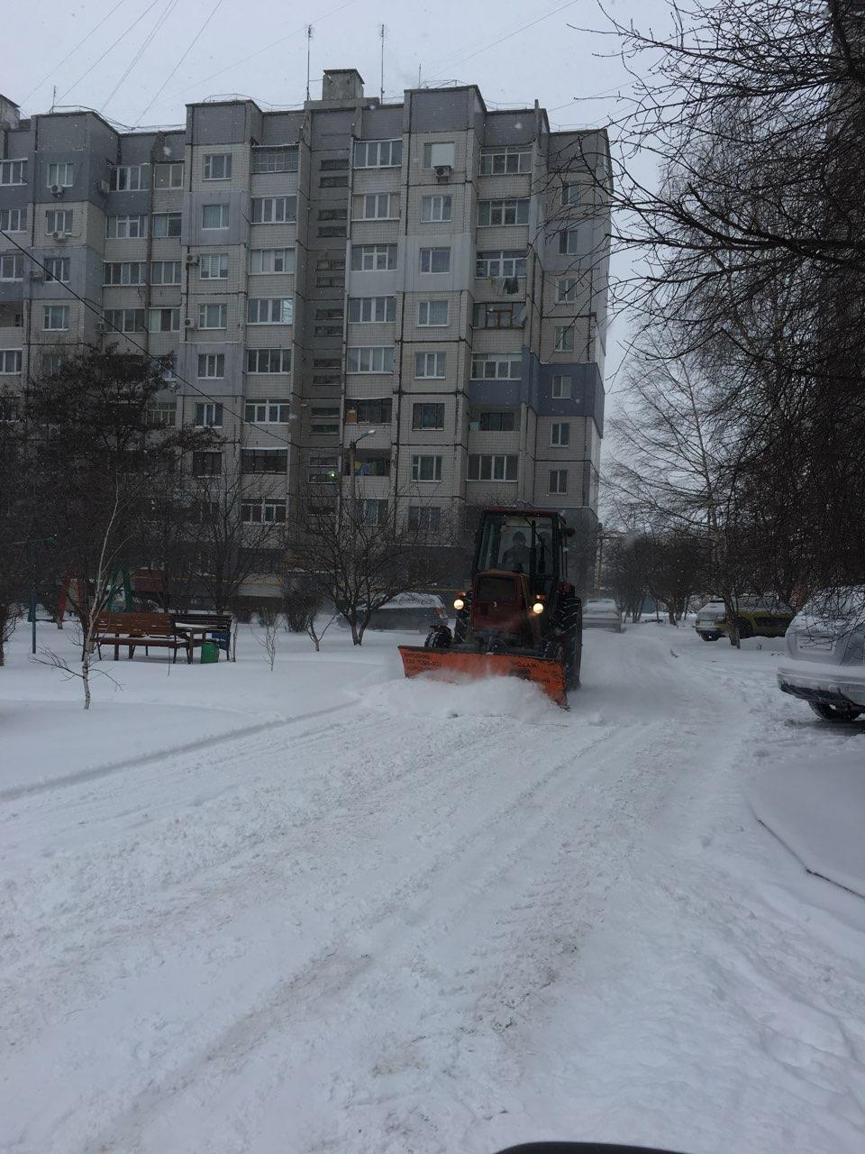 Де та як розчищають дороги в Кропивницькому. ФОТО 12