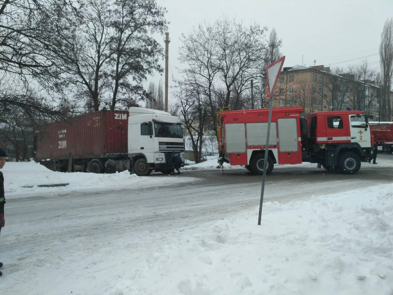 На Кіровоградщині в негоду рятувальники витягнули з заметів понад 100 автомобілів. ФОТО - 1 - Життя - Без Купюр