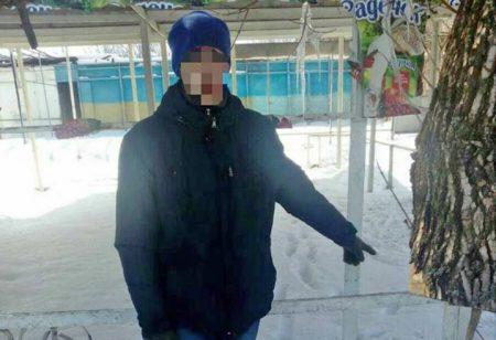 Патрульна поліція в Кропивницькому піймала чоловіка, який розбирав металеву огорожу