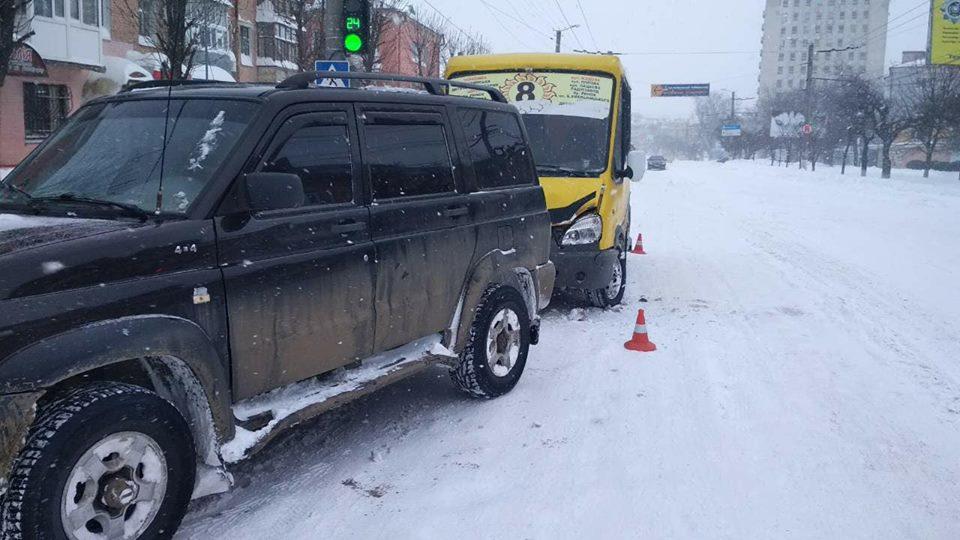 У Кропивницькому маршрутка врізалася в джип. ФОТО - 2 - За кермом - Без Купюр
