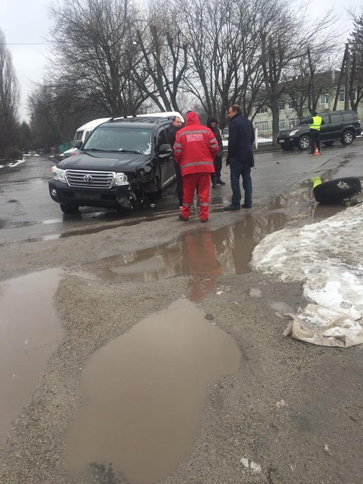 У Кропивницькому вітчизняне авто відірвало колесо позашляховику. ФОТО, ВІДЕО - 2 - Події - Без Купюр
