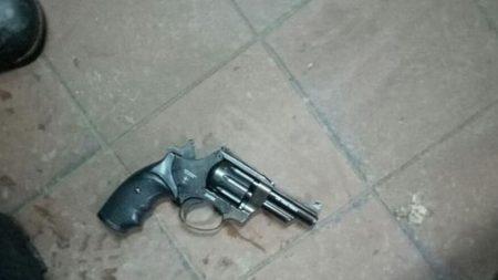 У Кропивницькому чоловік погрожував співмешканці зброєю. ФОТО