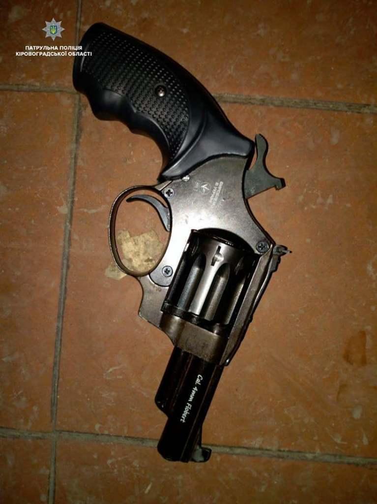Без Купюр У Кропивницькому чоловік погрожував співмешканці зброєю. ФОТО Події  погрози Кропивницький