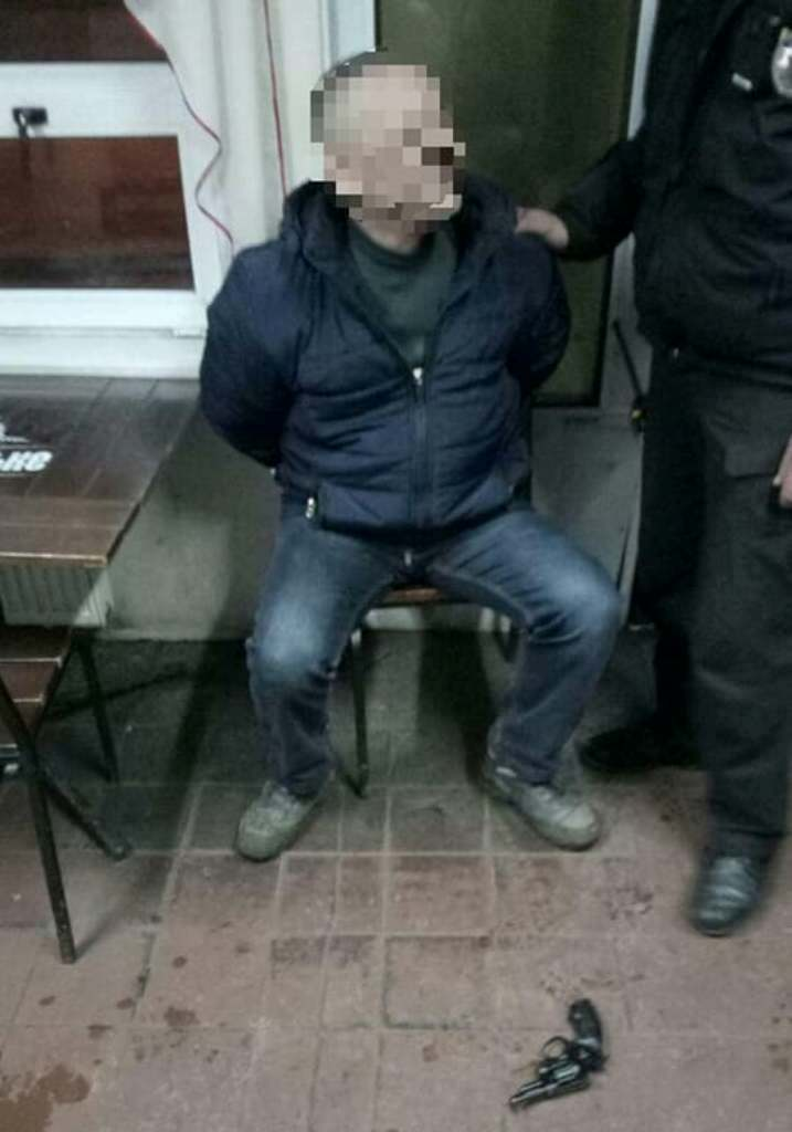 У Кропивницькому чоловік погрожував співмешканці зброєю. ФОТО - 3 - Події - Без Купюр