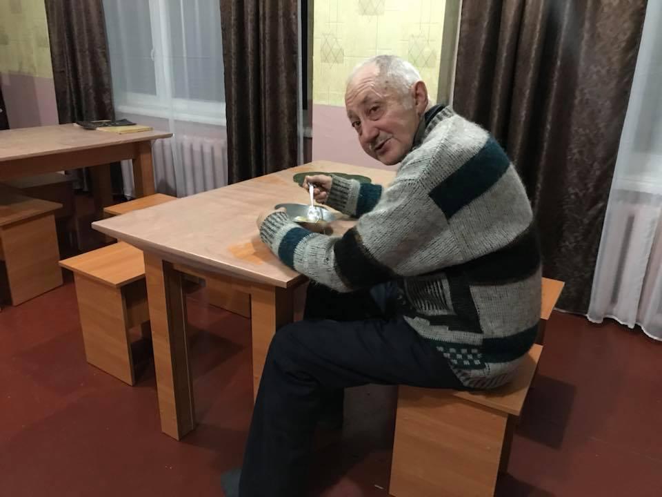 У Кропивницькому мережа кафе допомагає нагодувати безпритульних. ФОТО - 1 - Життя - Без Купюр