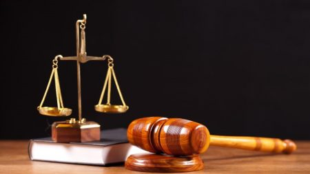 Посадовців зі Світловодська, які підозрюються у вимаганні хабара, судитимуть