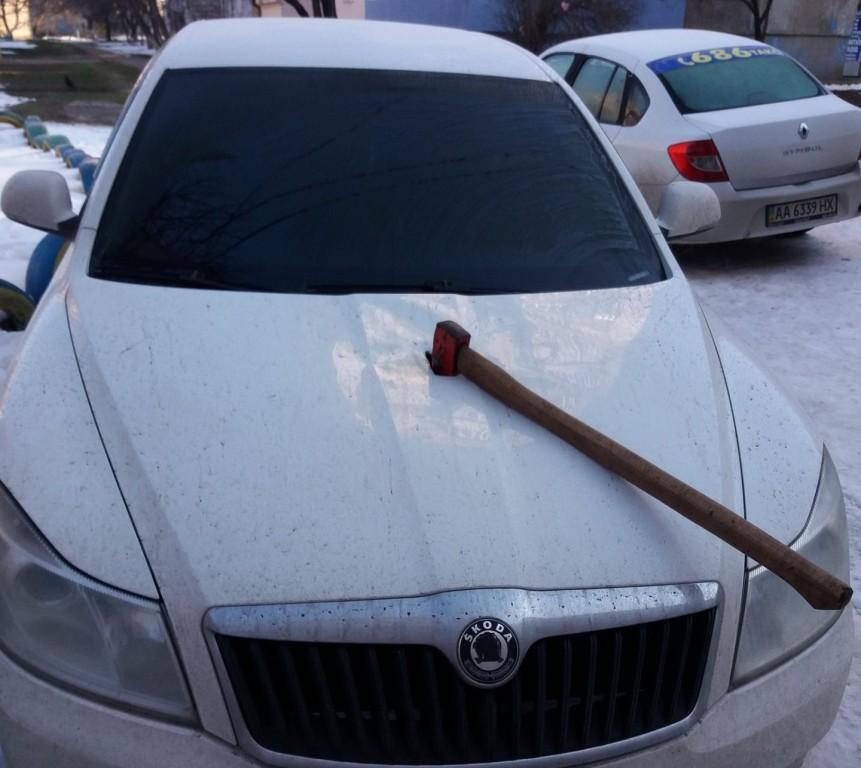 Без Купюр За фактом пошкодження сокирами автівок у Кропивницькому триває перевірка, провадження не відкрито. ФОТО Події  пошкодження машин поліція Кропивницький