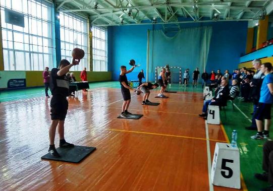 Жонглери гирями з Кропивницького перемогли у всеукраїнському турнірі. ФОТО - 1 - Спорт - Без Купюр