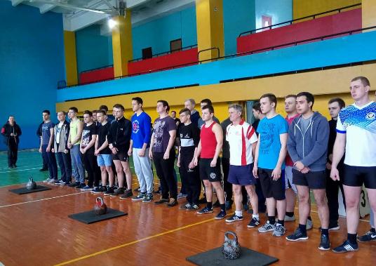 Без Купюр Жонглери гирями з Кропивницького перемогли у всеукраїнському турнірі. ФОТО Спорт  Кропивницький жонглювання гирями
