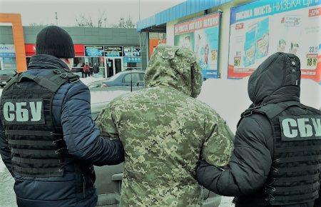 У Кропивницькому сержант продавав украдені у військовій частині портативні радіостанції, але недовго… ФОТО