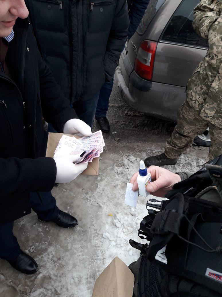 У Кропивницькому сержант продавав украдені у військовій частині портативні радіостанції, але недовго... ФОТО 3
