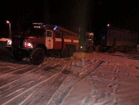 На Кіровоградщині рятувальники відбуксували 14 автомобілів на безпечні ділянки дороги. ФОТО