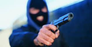 У Кропивницькому озброєні чоловіки пограбували продавчиню квітів. ФОТО