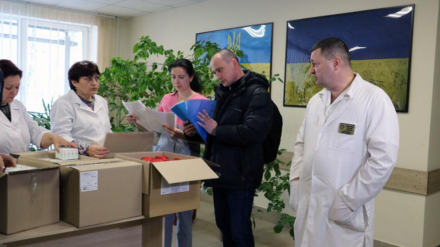 Обласному госпіталю передали ліки для військових від гепатиту С вартістю мільйон гривень. ФОТО. ВІДЕО - 5 - Здоров'я - Без Купюр
