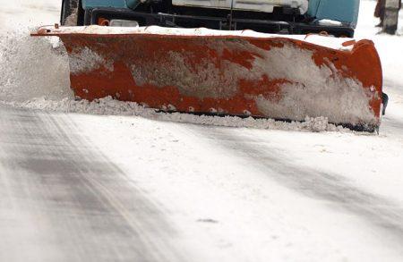 Сьогодні в Кропивницькому проїзд маршруток магістральними шляхами забезпечували 20 одиниць снігоприбиральної техніки