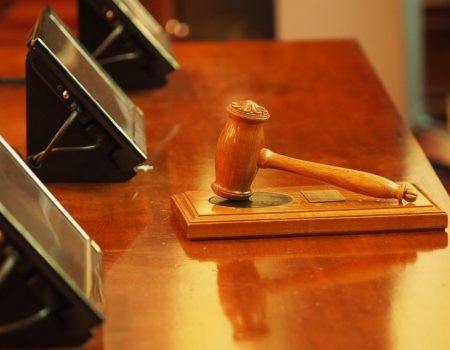 Тисяча гривень «навару» на кондиціонері: деталі справи чиновниці ОДА, підозрюваної в хабарництві
