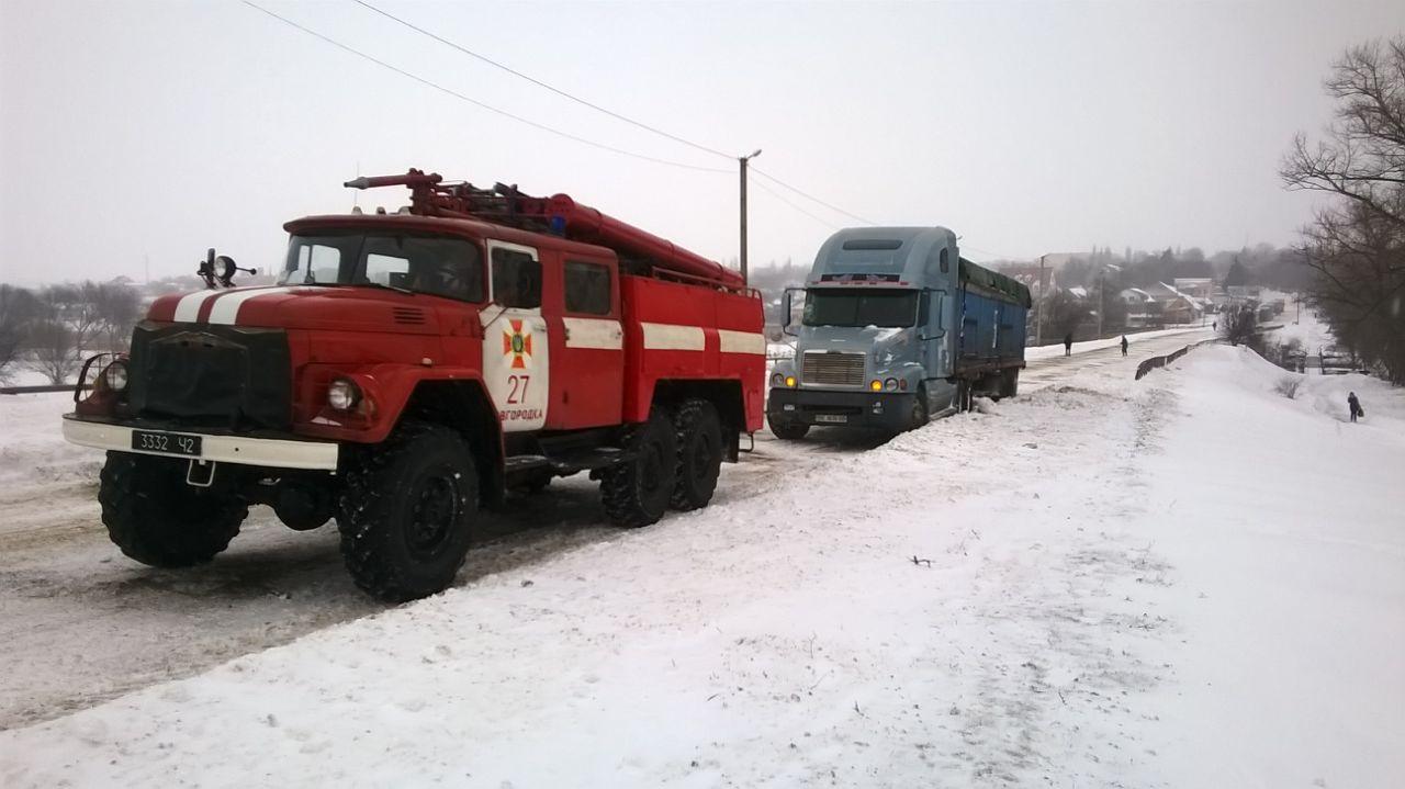 Рятувальники Кіровоградщини вже витягнули з заметів майже 200 автомобілів. ФОТО - 14 - Життя - Без Купюр