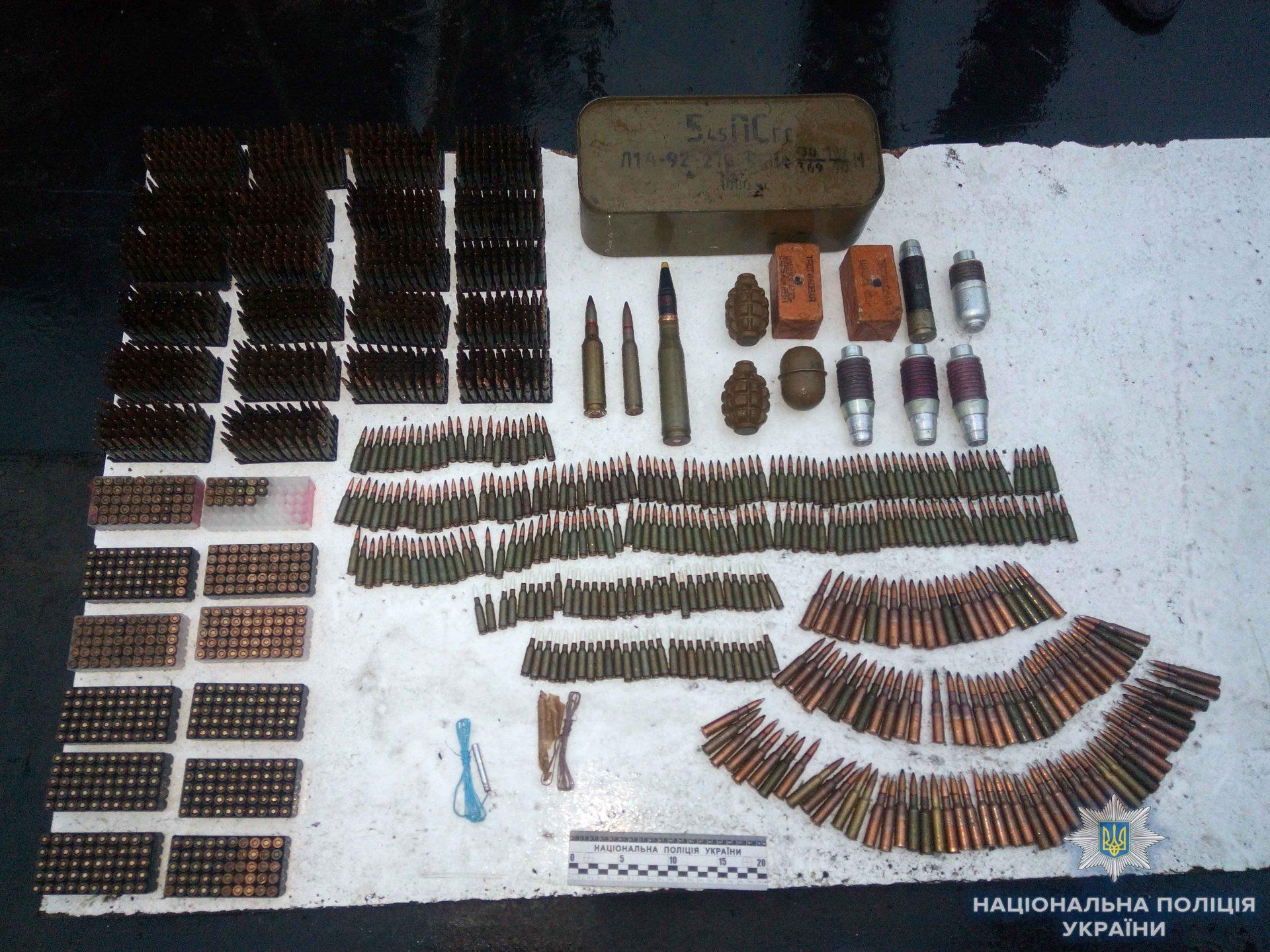На Кіровоградщині викрили чоловіка, який мав великий арсенал боєприпасів та вибухівки. ФОТО 2