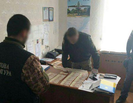 Посадовець Льотної академії, підозрюваний у хабарництві, очікуватиме суду під домашнім арештом