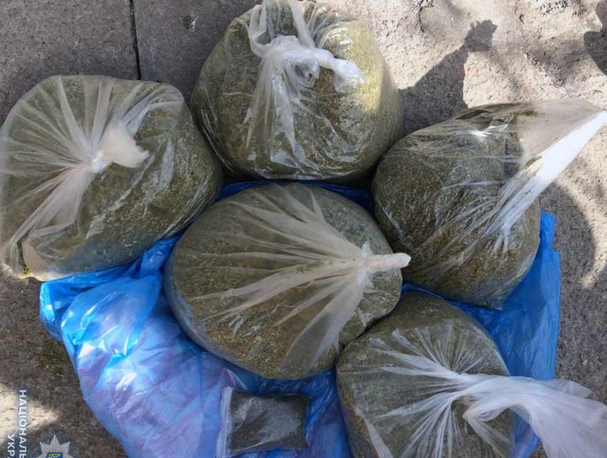 Без Купюр Поліцейські вилучили наркотики та вибухівку у жителя обласного центру Кримінал  марихуана Кіровоградщина