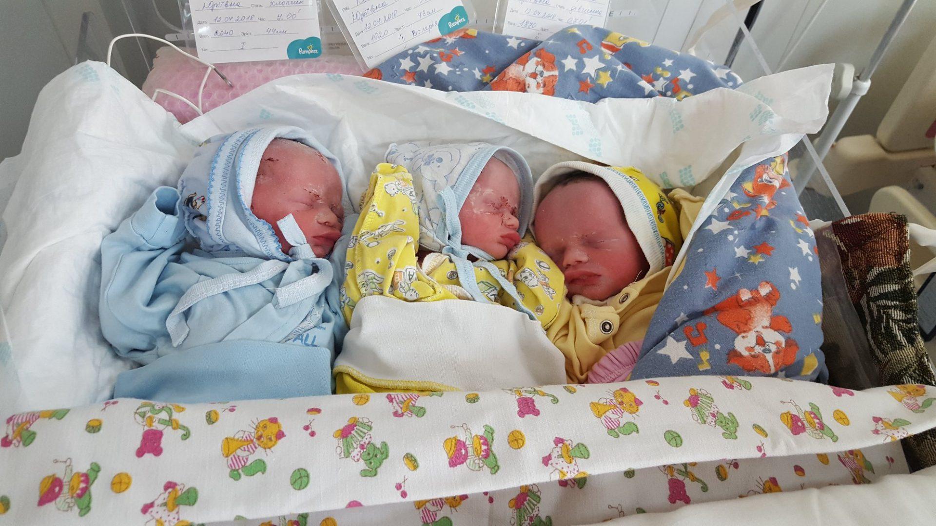 У Кропивницькому в багатодітної родини народилося ще троє малят. ФОТО - 2 - Життя - Без Купюр