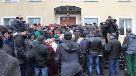 На Кіровоградщині чергове рейдерство, селяни озброїлися й стережуть сільгосппідприємство