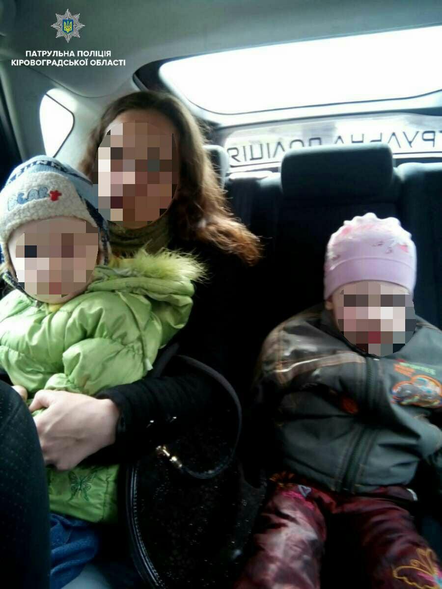 Без Купюр У Кропивницькому поліцейські забрали дітей у матері, яка зловживає наркотиками. ФОТО Життя  поліція наркозалежність Кропивницький діти вилучення