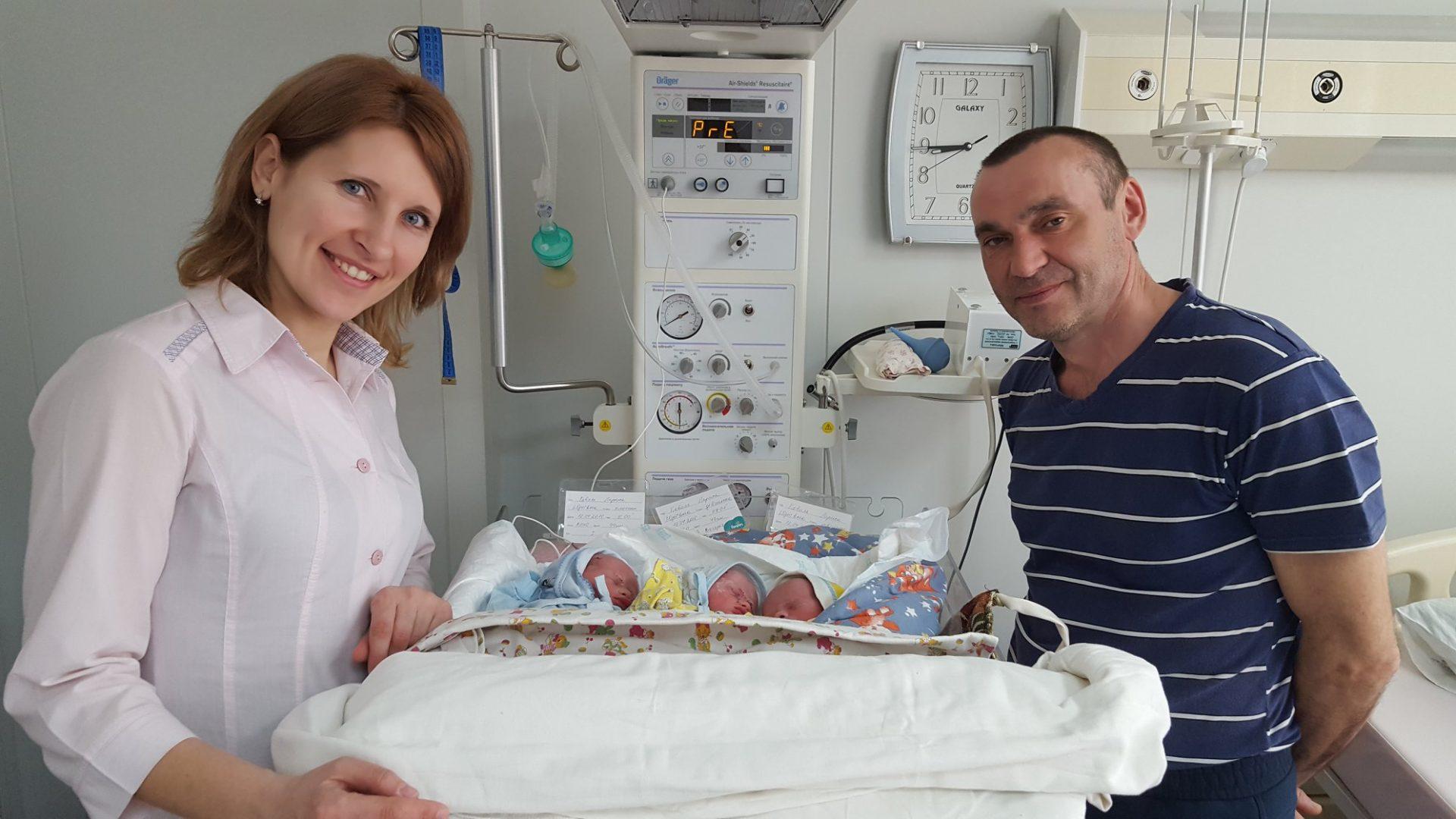 У Кропивницькому в багатодітної родини народилося ще троє малят. ФОТО - 1 - Життя - Без Купюр